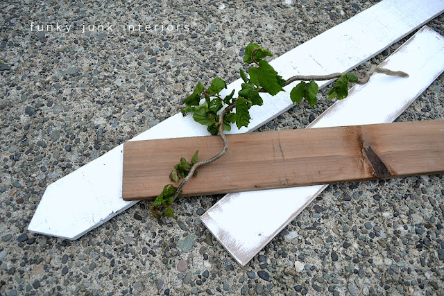 Learn how to build this easy reclaimed wood picket toolbox planter with 1 board! An easy build, complete with a whimsical branch handle! Click for full tutorial. #toolbox #flowers #planters