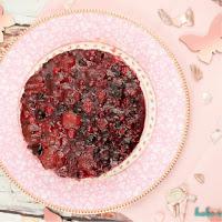 Leichte Panna Cotta Torte mit Beeren (vegetarisch)