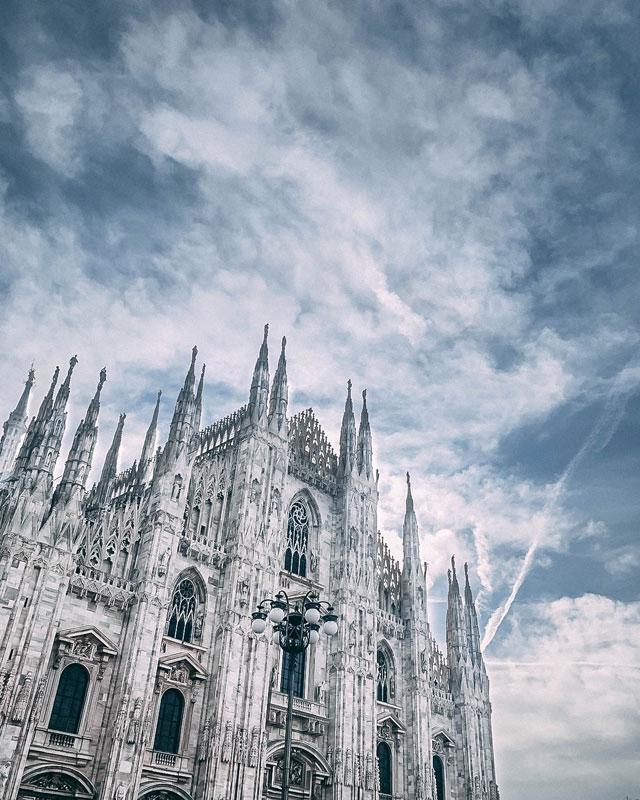 Vista lateral de la catedral de Milan
