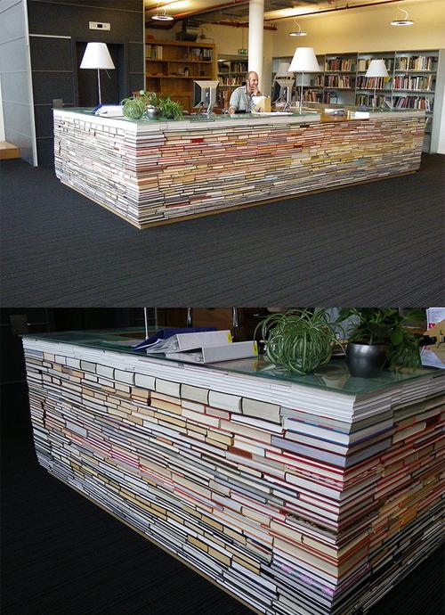 Desain kreatif meja dari buku bekas