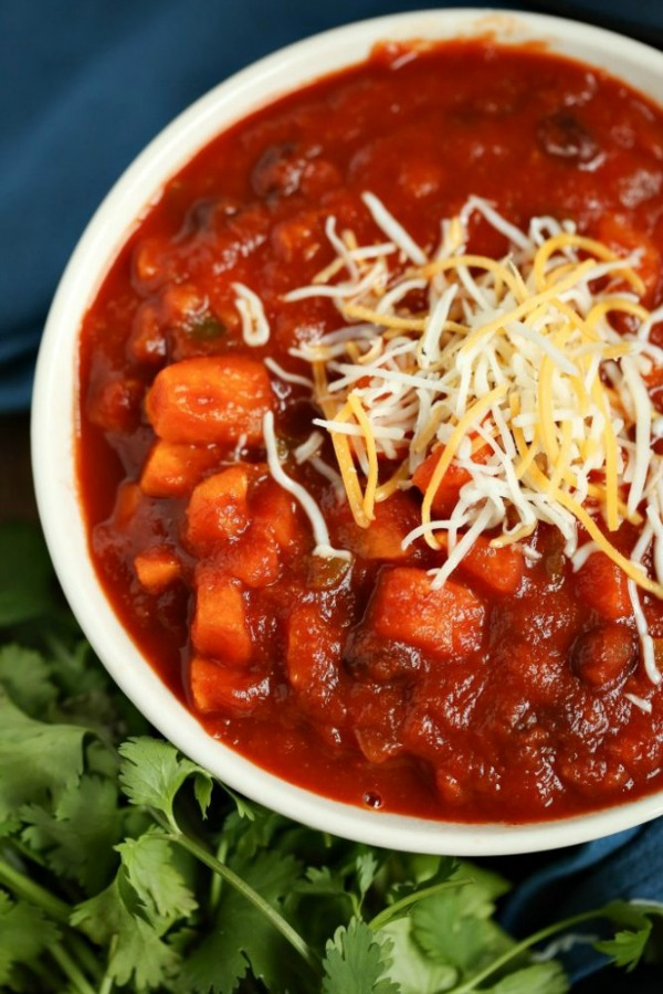 Easy Vegetarian Chili Recipe from Slap Dash Mom