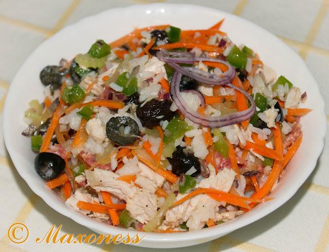 Салат из индейки с рисом и маслинами