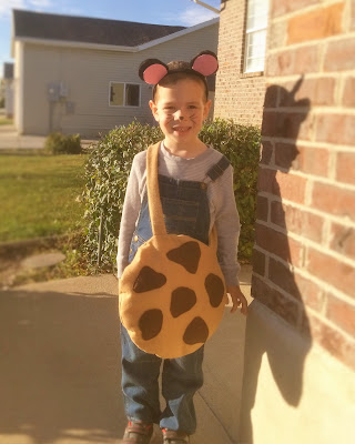 """If You Give a Mouse a Cookie"" mouse costume"