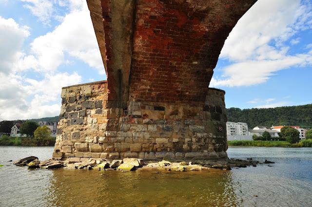 rzymski most w Trewirze (Römerbrücke)