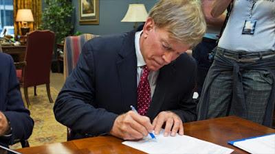 David Duke, exlíder del KKK, presenta formalmente su candidatura para formar parte del Senado de EE.UU. 22 de julio de 2016.
