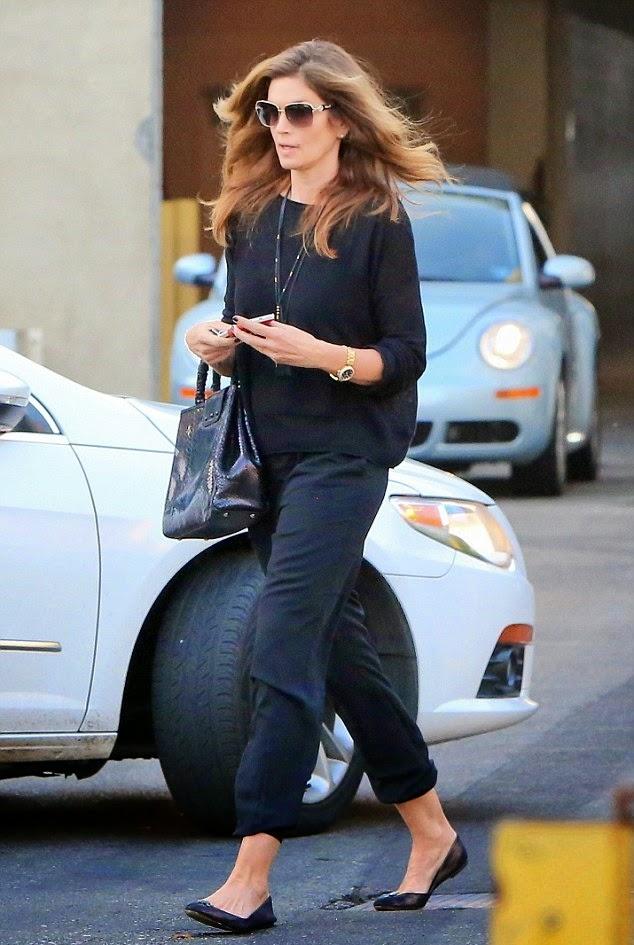 Cindy Crawford leva filha sósia Kaia para uma terapia de compras