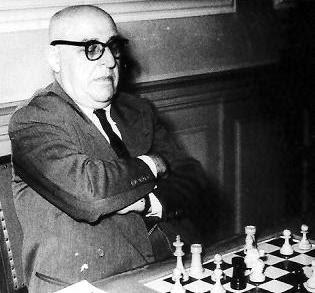 Primer tablero frances en el Encuentro de Ajedrez París-Barcelona 1949: Dr. Ossip Bernstein.