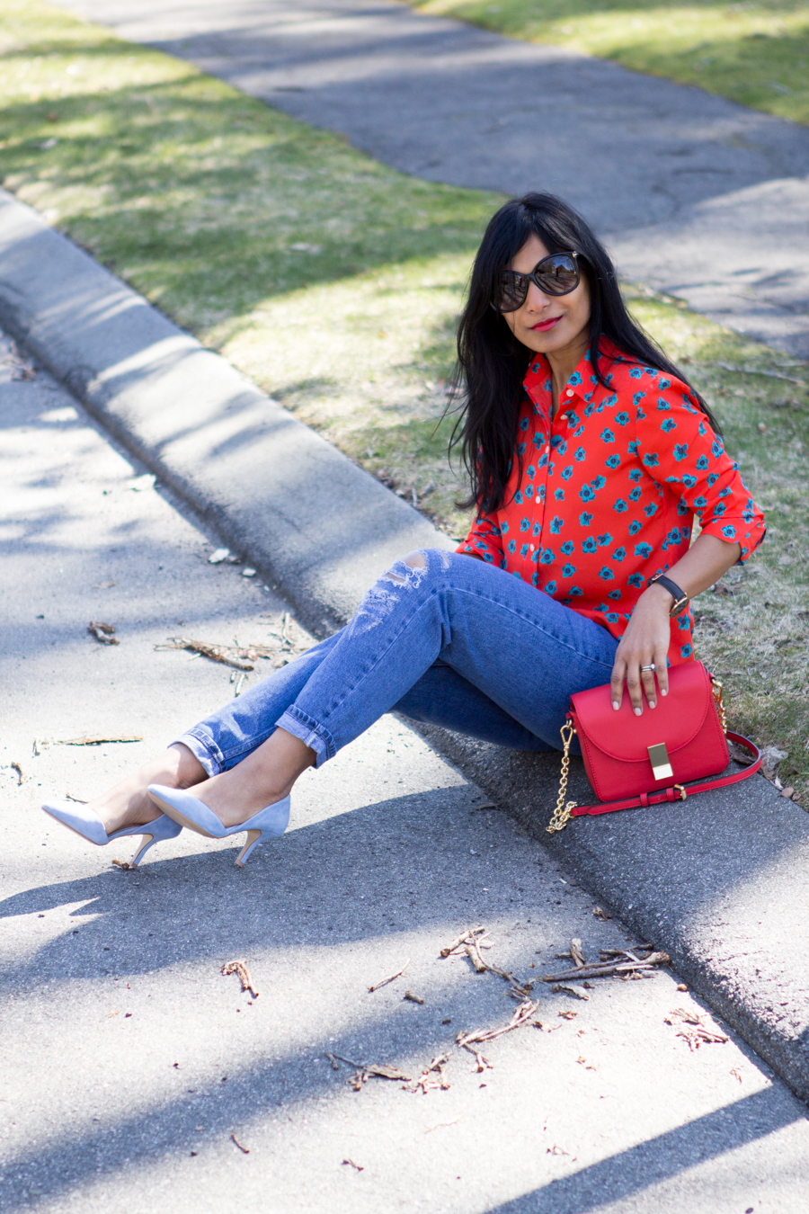 street style, spring colors, spring outfit, bright colors, saturated colors, spring style, colorblocking, lipstick red, tomato red, periwinkle blue, pastel blue, crossbody bag