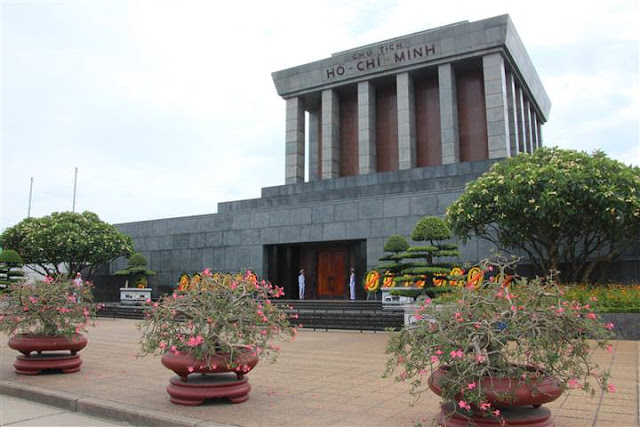 Ho Chi Minh Mausoleum (C) JUREBU