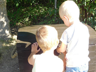 Kinder im Playmobilpark