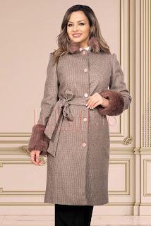 Palton bej matlasat din stofa pepit cu blana
