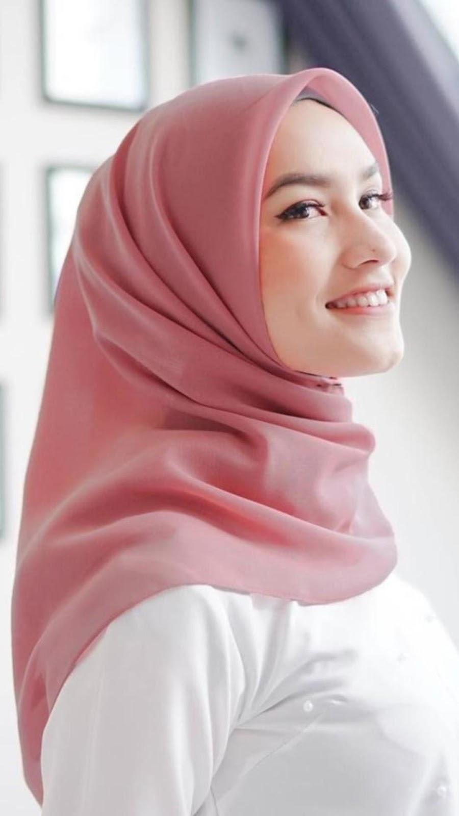 Mahasiswi Cewek Jilbab Selfie pink manis cute abis