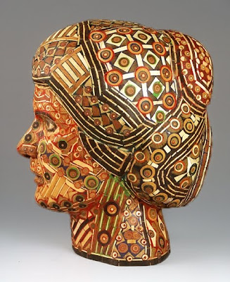 cabeza de mujer de madera reciclada