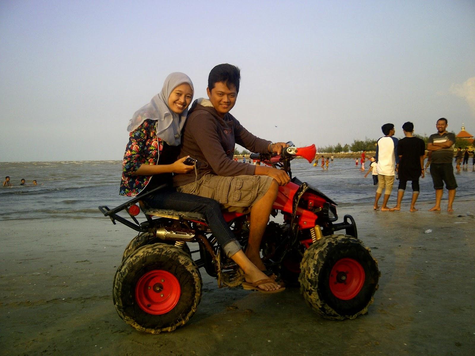 Libur Lebaran di Pantai Mangrove Tuban.