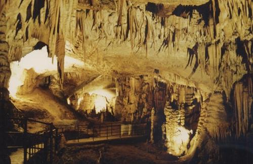 kuva Postojnan luolaston sisältä