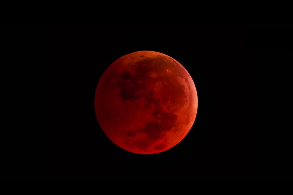 RARE BLOOD MOON ECLIPSES