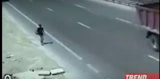 شاهد  مادا  يقع  للراجلين في  طريق    فيديو  خطير