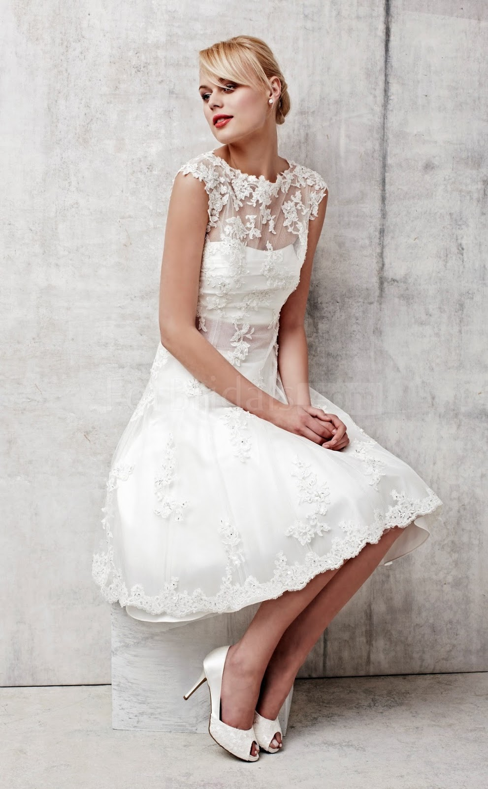 Short Wedding Dresses With Sleeves And Lace
