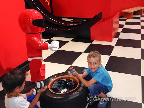 Lego oyunları ile çok eğlenen oğlum, Legoland İstanbul