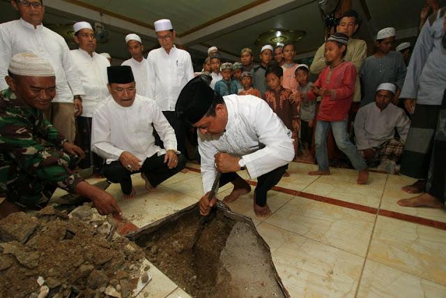 Paman Birin Bantu Masjid Sirajul Ummah Danau Panggang