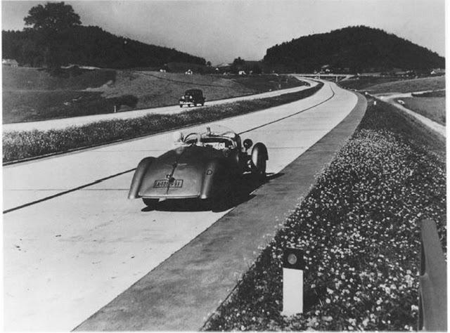 Autobahn :: Por El Piano
