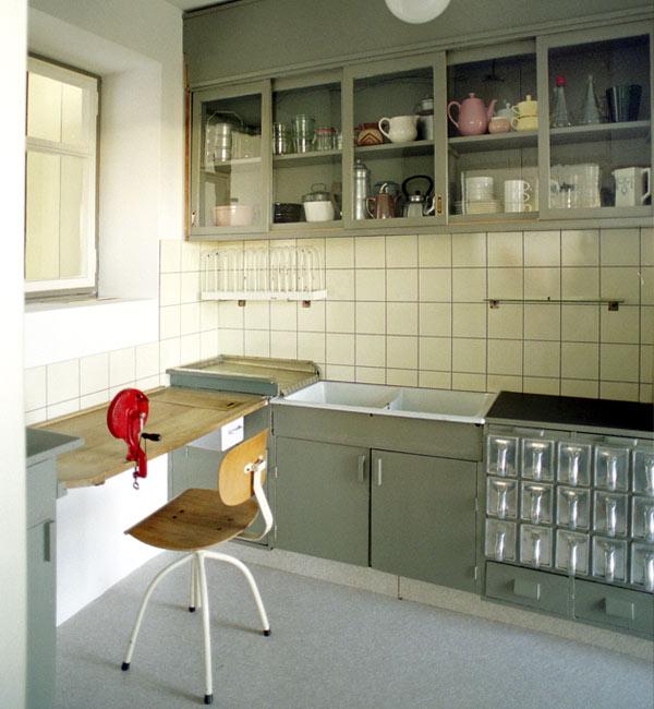 frankfurt kitchen by margarete sch tte lihotsky mostly images by dunya. Black Bedroom Furniture Sets. Home Design Ideas