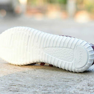 Sepatu Sport Adidas Yeezy Boost Maroon
