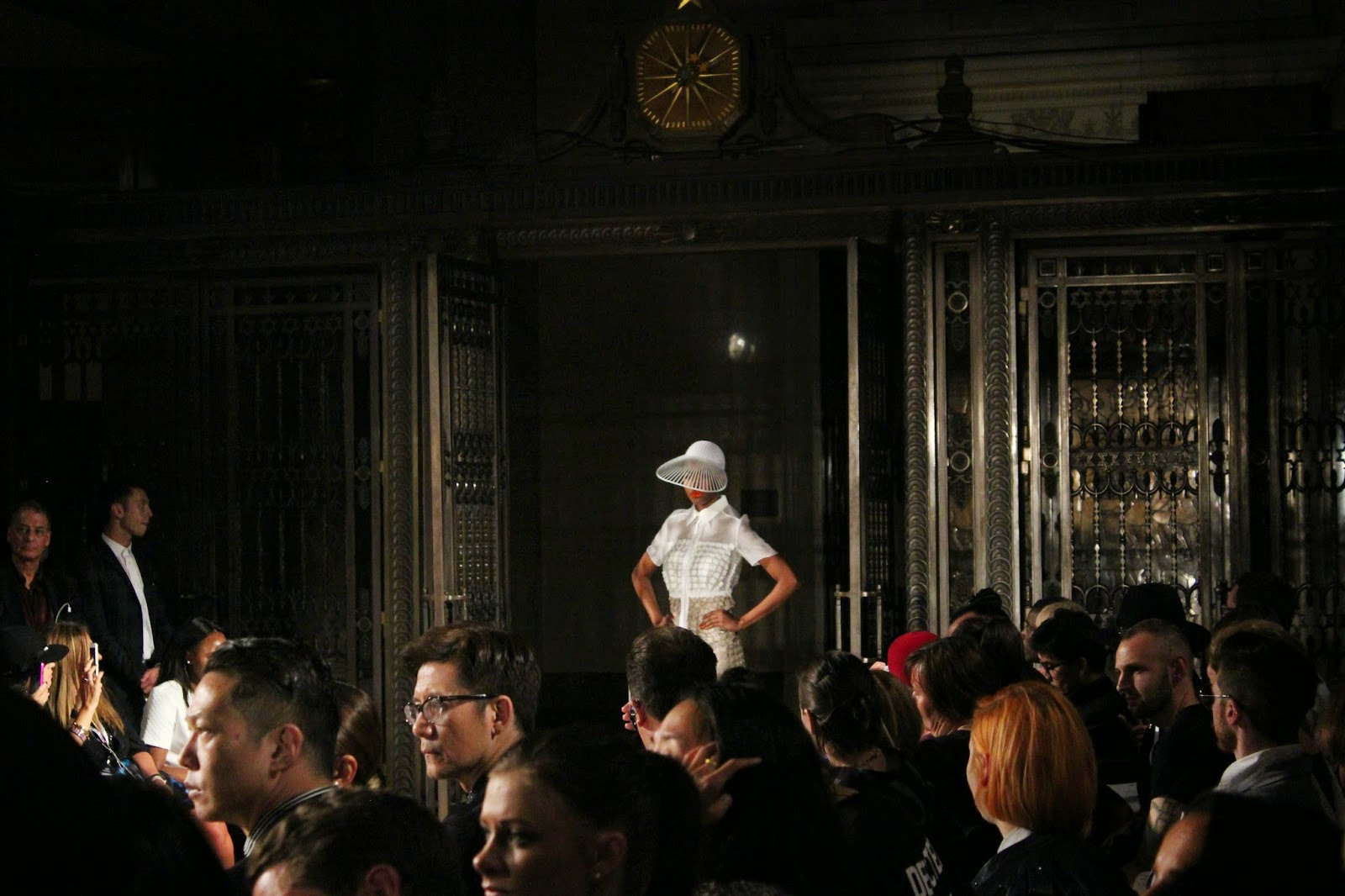 london-fashion-week-2014-lfw-spring-summer-2015-blogger-fashion-freemasons hall-fashion-scout-ashley-isham-catwalk-models-shirt-dress