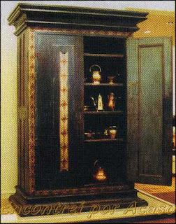 Museu da casa Brasileira. Armário para guarda de material litúrgico usado nas sacristias no século XVII