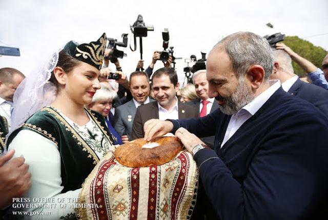 Pashinyan asiste al 2703 aniversario de Etchmiadzin