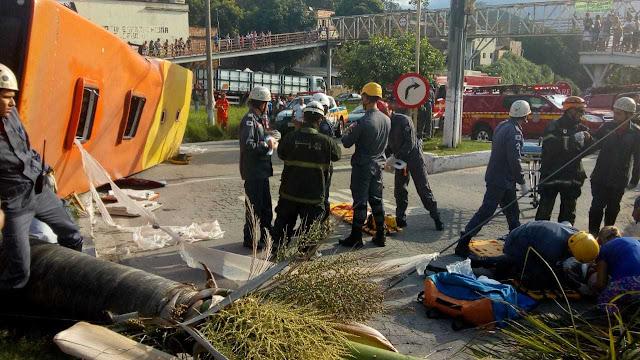 Veja mais detalhes do acidente entre ônibus e carreta em Santa Luzia