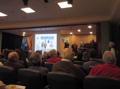 Presentación del sello personalizado centenario coronación Santina