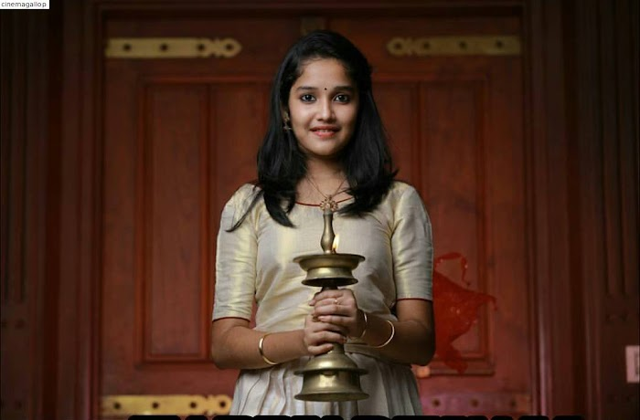 Baby Anikha Cute and Hot Photos-Beautiful Images of Ajith's Reel Daughter
