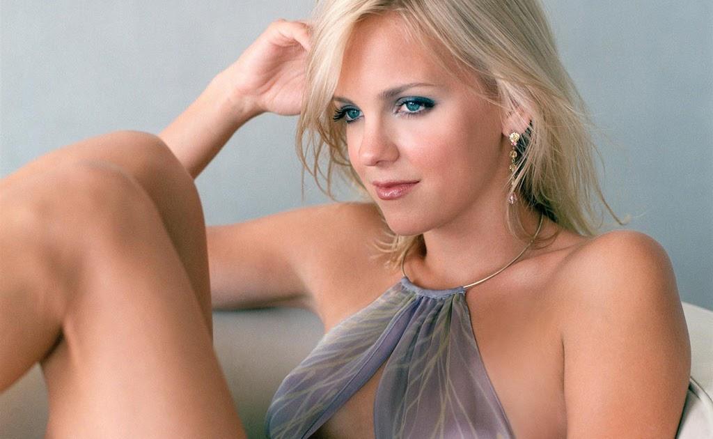 Sexy blonde girlfriend stevie shae has passionate sex 8