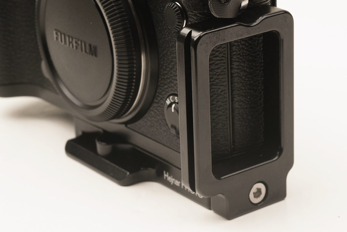 Fujifilm X-T1 w/ Hejnar Photo X-T1 L bracket side-front view