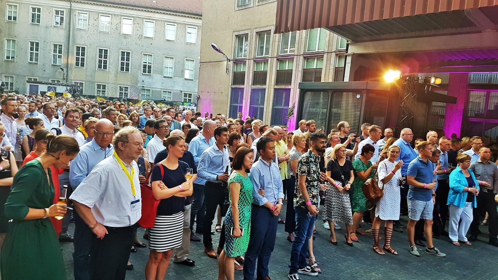 Die Medienreporter Nineties Berlin Die 90er Jahre Ausstellung In