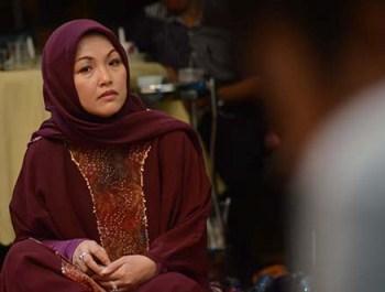 Rektor Universitas Hasanuddin; Dwia Aries Tina