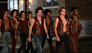 La banda The Warriors recorriendo la ciudad