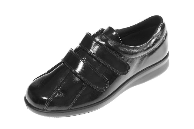 Kaffesoester's new patent leather shoes from Widerfitshoes.com