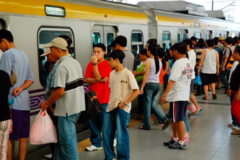 How to avoid long lines in LRT and MRT during rush hours?