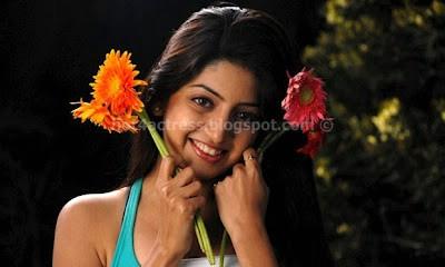 Hot poonam kaur latest hot pics