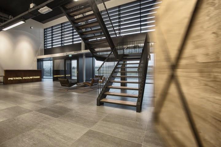 Petrol Industries, oficinas y showroom en Tilburg, por Van Oers Weijers Architecten