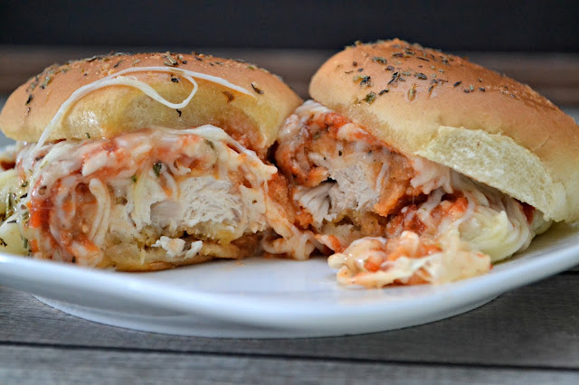 Chicken Parmesan Sliders, recipes using chicken strips, recipes using chicken patties, chicken parmesan recipes, chicken sandwich recipes, gameday recipes, football game recipes, easy appetizer recipes, easy meals for football games