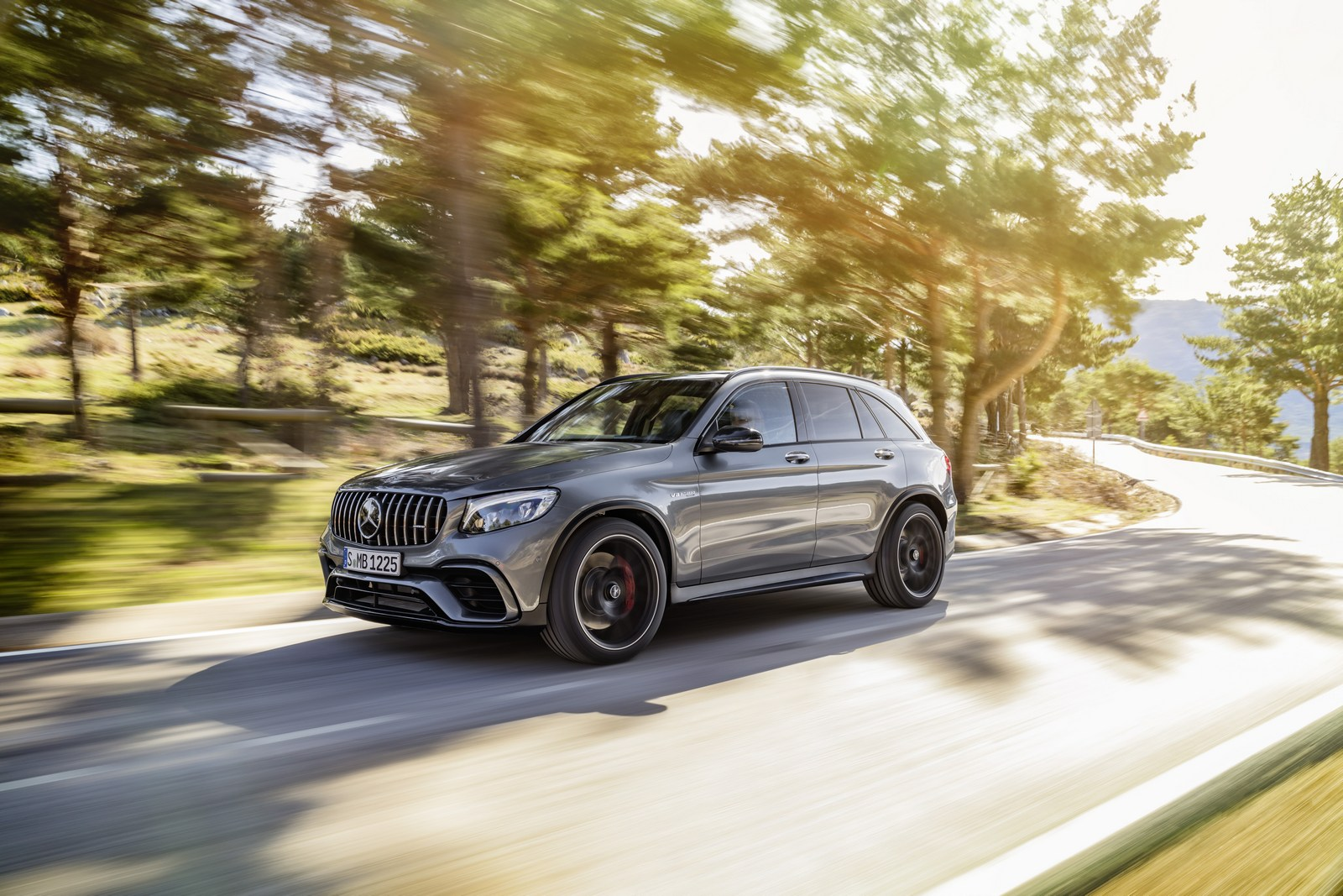 Mercedes benz set to claim the luxury sales crown in the u for Crown mercedes benz