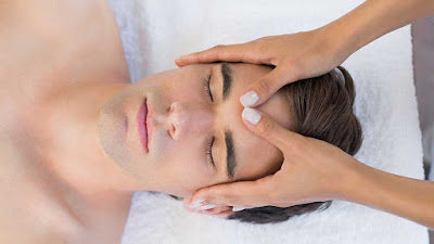 massage on forehead