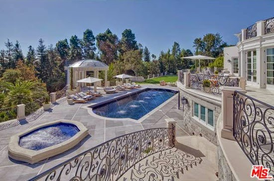 Eileen 39 s home design a large mansion for sale in los for Mansions for sale in los angeles california