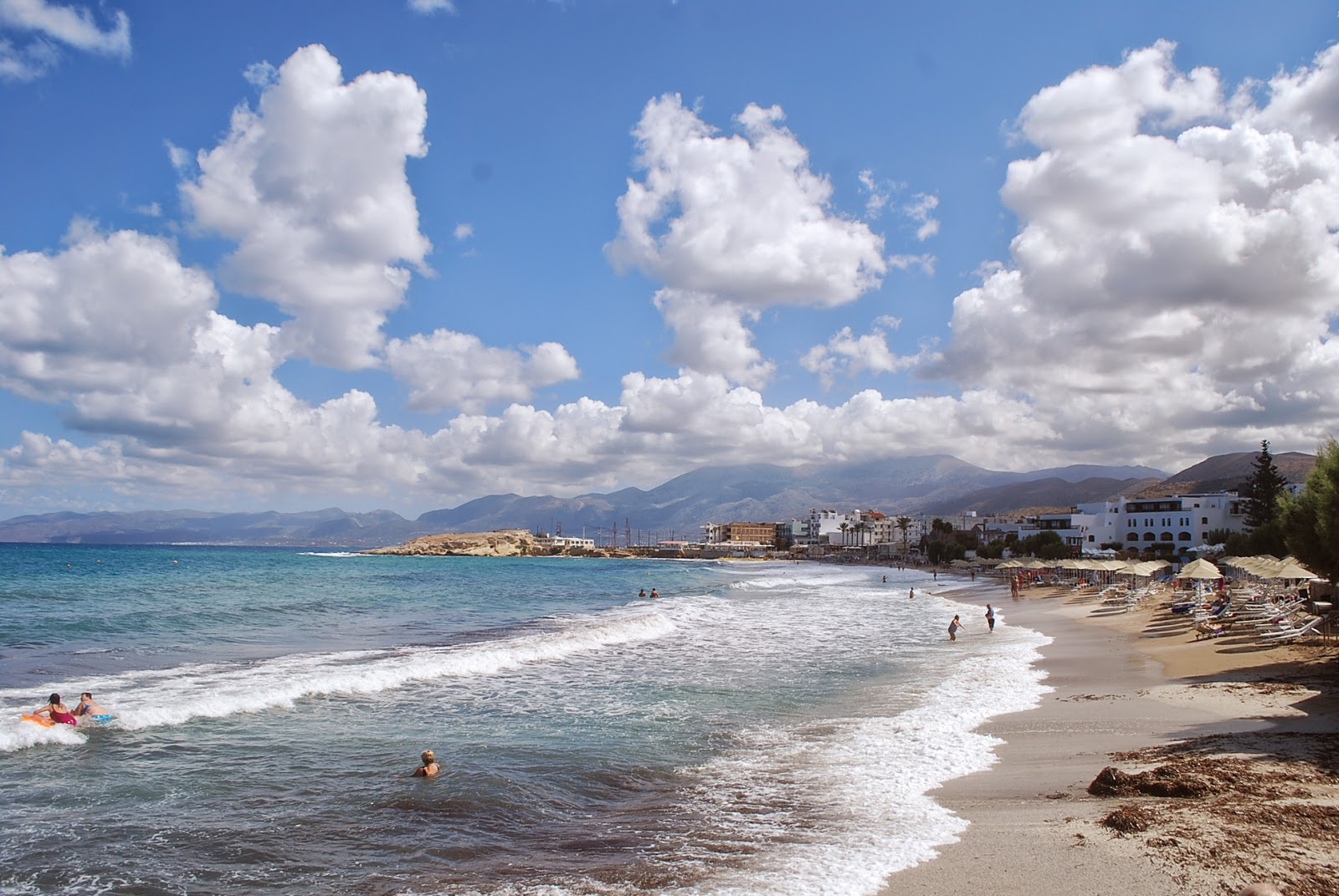 Пляж у отеля Creta maris, Крит Греция/ Beach of Creta Maris hotel, Creta, Greece.
