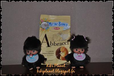 Baby et Maddie les Bebichhichi dégustent les biscuits au chocolat Abbracci, une spécialité Italienne