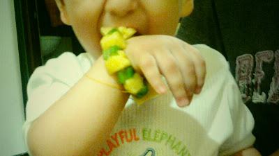 Recetas infantiles: Pulsera de frutas y verduras