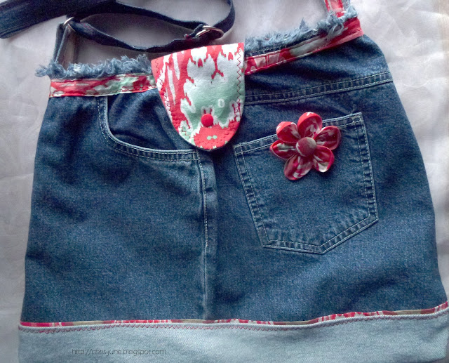Jeans-Recyclingtasche mit Stoffblume